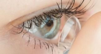 Voir de près avec une lentille de contact